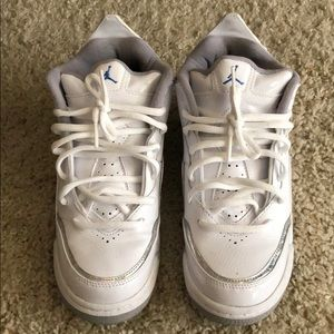 f8d0dd8b2 Jordan Shoes - Girls Jordan Courtside size 4.5 girls or 6.5 women